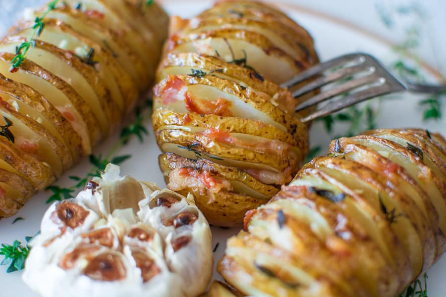 Soft and flavorful golden potatoes baked until perfection with fresh thyme and juicy bacon. ❤ COOKTORIA.COM
