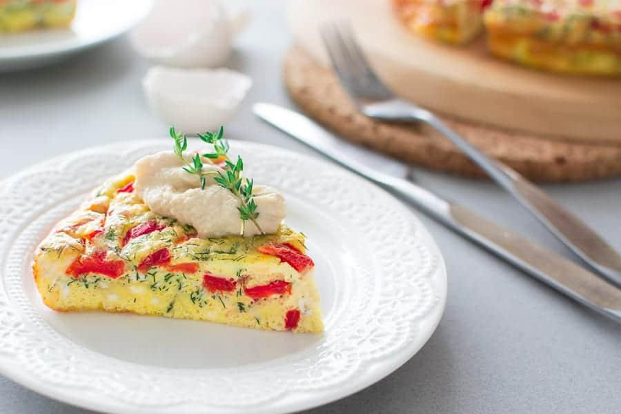 Sweet roasted peppers baked with salty feta cheese, fresh herbs and eggs. ❤ COOKTORIA.COM