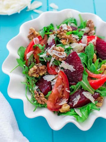 Baked beetroot with toasted walnuts, tomatoes, Parmesan cheese and arugula. ❤ COOKTORIA.COM