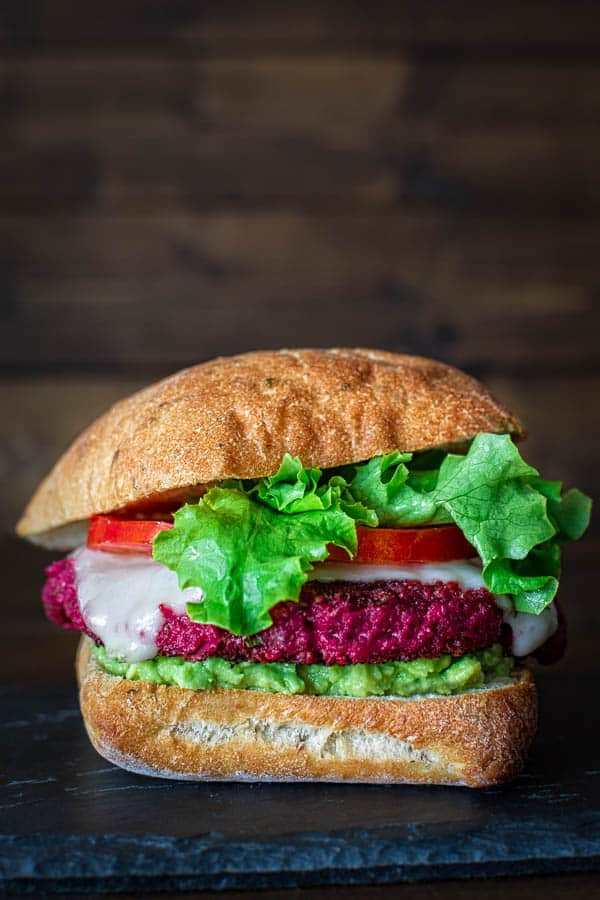Scrumptious beetroot burger recipe. Just throw the ingredients in a food processor and fry the patties in a small amount of oil. ❤ COOKTORIA.COM