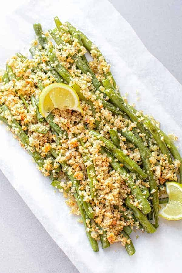 Green beans baked with delicious Parmesan-pecan-garlic bread crumbs topping. ❤ COOKTORIA.COM