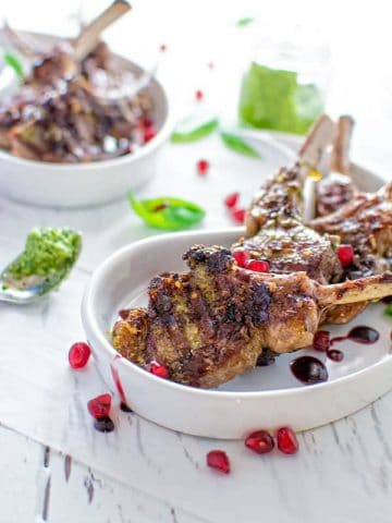 These lamb chops will make your taste-buds sing! Just a few simple ingredients create an incredible flavor combination. @ COOKTORIA.COM