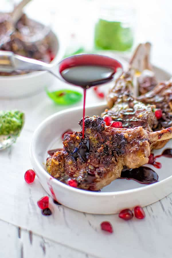 Just a few simple ingredients make this delicious lamb chops! All you need is some pesto, pomegranate, and balsamic vinegar. Yummy! ❤ COOKTORIA.COM