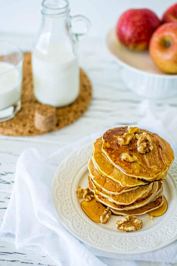 Delightful pancakes recipe with a twist of fall. Apples, cinnamon and walnuts will surely brighten your morning! ❤ COOKTORIA.COM