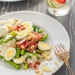 Juicy asparagus combined with crunchy bacon, quail eggs, Parmesan and pine nuts. ❤ COOKTORIA.COM