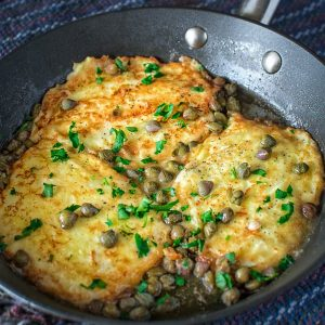 Succulent Halloumi Cheese in rich, buttery and lemony sauce makes this delicious Cheese Piccata. ❤ COOKTORIA.COM
