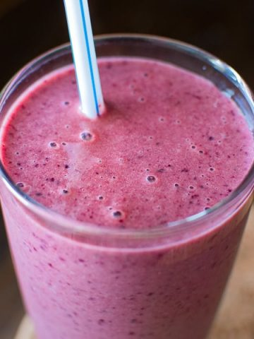 You're 5 minutes and and 4 ingredients away from this refreshing and healthy Cherry Spinach Smoothie. It makes a perfect breakfast or mid-day snack! ❤ COOKTORIA.COM