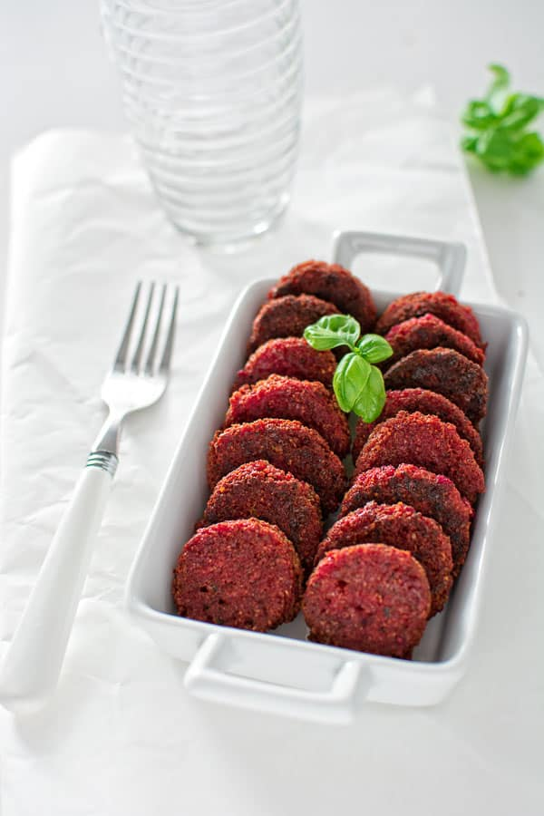 These flavorful and moist Mini Beetroot Falafels make a healthy lunch and a wonderful vegetarian dinner. Serve it with some fresh salad or a spoonful of yogurt. ❤ COOKTORIA.COM