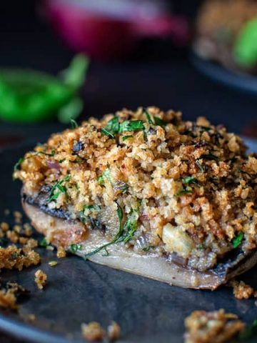 Meaty Portobello Mushrooms stuffed with garlicky breadcrumbs and baked to perfection. ❤ COOKTORIA.COM