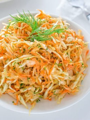 This Skinny Cabbage Salad is perfect recipe for summer: light, fresh, healthy and soooo easy to make. Oh! And it helps to lose pounds too! ❤ COOKTORIA.COM