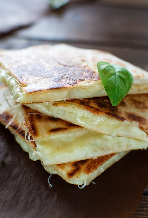 This tasty Mashed Potato Quesadilla makes a quick and filling lunch in just 10 minutes! It is one of the most loved recipes in my family! ❤ COOKTORIA.COM