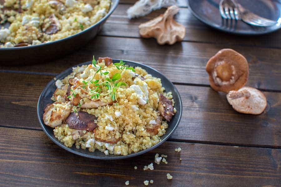 Quick and healthy Quinoa with Mushrooms and Feta makes a tasty and protein-packed lunch or dinner. ❤ COOKTORIA.COM