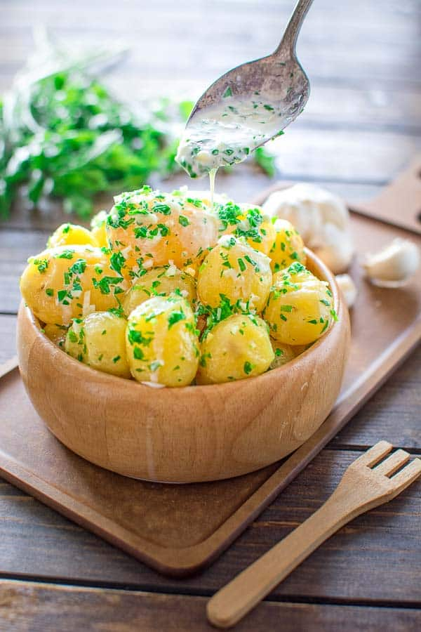 Creamy New Potatoes served in delicious garlicky sauce. This is my favorite way to eat potatoes!❤ COOKTORIA.COM