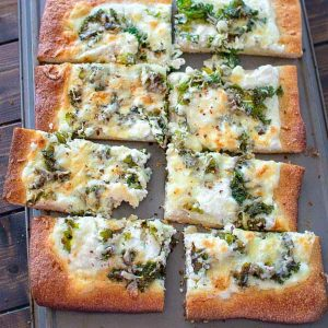 Creamy, cheesy, filling and tasty - this Kale and Ricotta Pizza recipe makes a perfect weeknight meal! ❤ COOKTORIA.COM