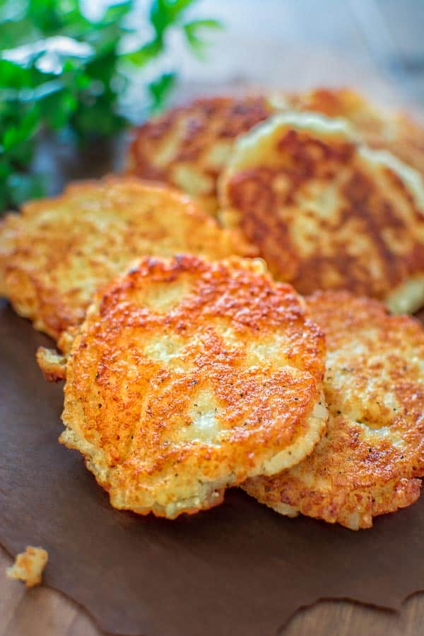So simple, yet unbelievably tasty, these Classic Potato Pancakes are not to be missed! This easy Latke recipe is a staple at my family! ❤ COOKTORIA.COM