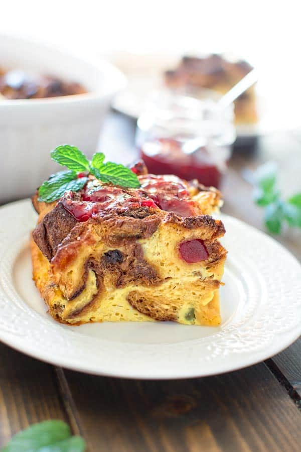 This Panettone French Toast Casserole makes a perfect breakfast during the holiday season. Made with traditional Italian Panettone, this dish will make any morning better. ❤ COOKTORIA.COM
