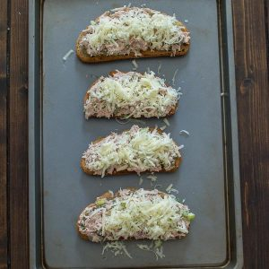 This Easy Tuna Melt Sandwich makes a tasty and filling lunch. Made with capers and Parmesan cheese, it gives a new twist to the classic flavors! ❤ COOKTORIA.COM