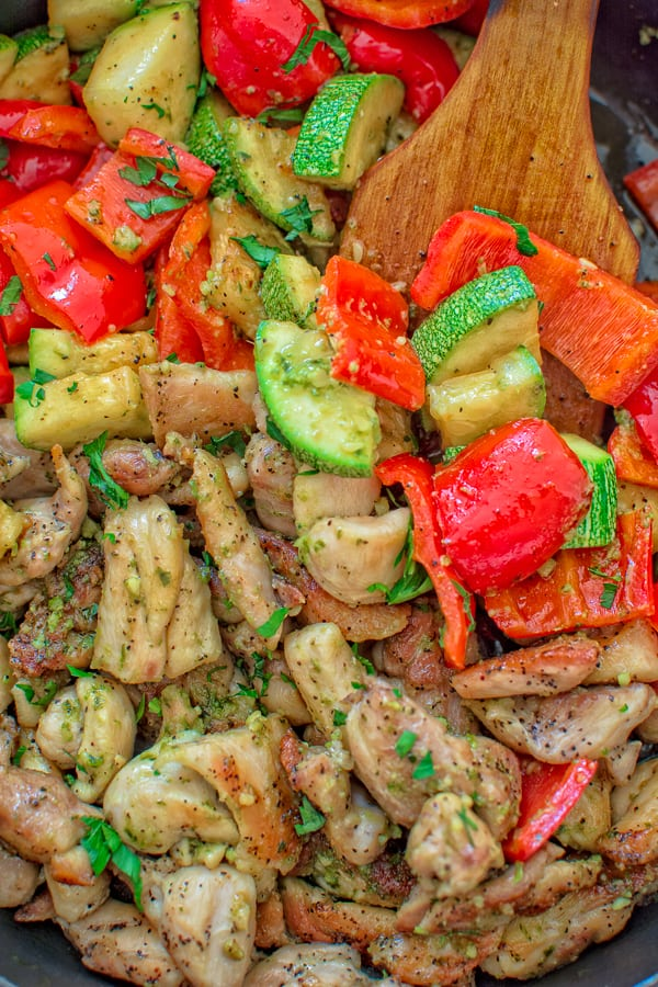 This Quick Pesto Chicken and Veggies is an easy, delicious, and light, 30-minute dish that everyone will love! ❤ COOKTORIA.COM