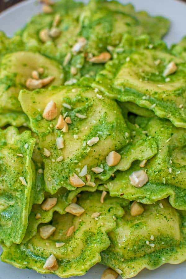 You won't believe how incredibly tasty these Ravioli with Kale Pesto are! Made in less than 30 minutes, this dish will make an elegant and filling dinner. ❤ COOKTORIA.COM