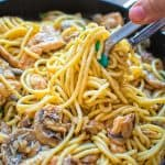 This quick and tasty one-potChicken Mushroom Spaghetti makes a filling and elegant dinner in just 30 minutes! ❤ COOKTORIA.COM