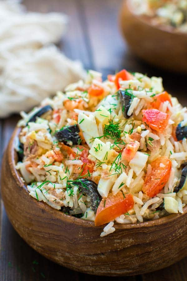 White rice mixed with tuna, fresh tomatoes, Swiss cheese, olives, and eggs,, make this Italian Rice Salad a great lunch or a light dinner! ❤ COOKTORIA.COM