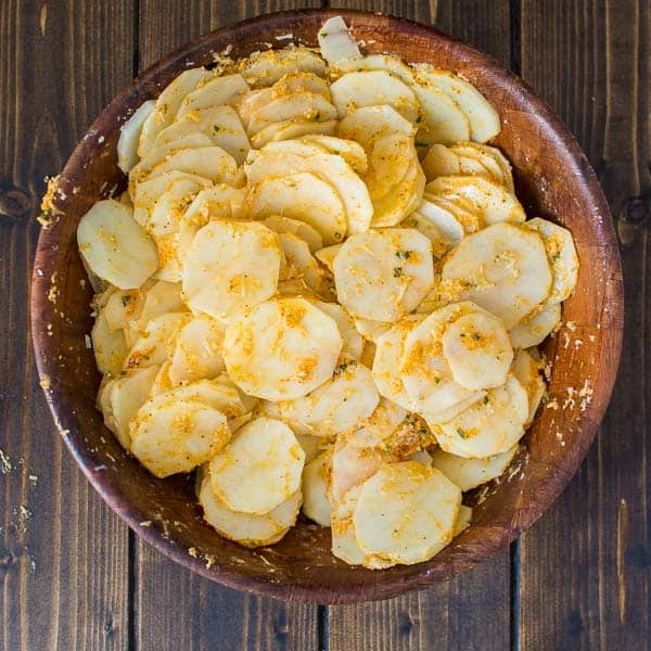 Crispy on the outside, and soft on the inside, these flavorful Parmesan Potato Stacks make a great snack or a side dish. ❤ COOKTORIA.COM