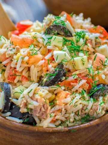Whiterice mixed with tuna, fresh tomatoes, Swiss cheese, olives, and eggs, make this Italian Rice Salad a great lunch or a light dinner! ❤ COOKTORIA.COM