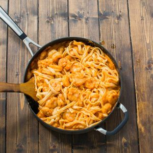 Rich and creamy, hearty and so flavorful, thisShrimp Fettuccine with Roasted Pepper Sauce tastes better than a restaurant cooked meal. Made under 30 minutes! ❤ COOKTORIA.COM
