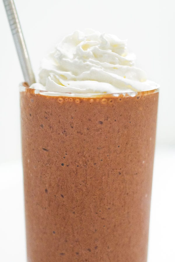 Bittersweet coffee, mixed with smooth chocolate and blended with milk and ice to a frozen perfection... That's right, you can make your favorite Starbucks Mocha Frappuccino at home!  ❤ COOKTORIA.COM