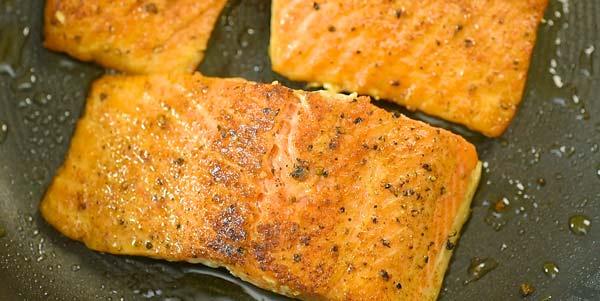frying salmon in oil