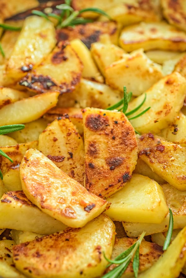 These Skillet Potatoes make a perfect side dish. Made with rosemary and lemon juice, they are aromatic and full of flavor!