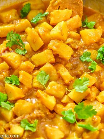 Potato Curry in the skillet