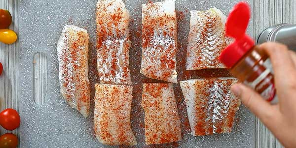 seasoning cod with salt and paprika