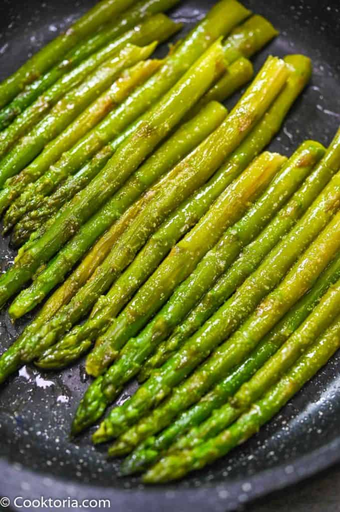 Stovetop Asparagus in the skillet